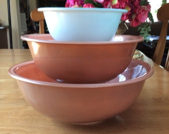 Vintage Pyrex 3 Piece  Mixing Bowl Set Clear zbottom Psstel Colors