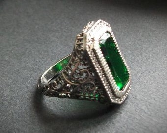 Victorian silver and emerald green ring, silver ring, gothic ring, victorian jewel, green jewelry, silver jewelry, antique ring,vintage ring
