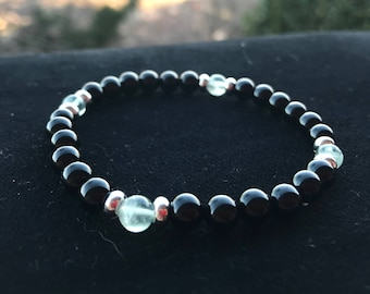 Unisex elastic bracelet with semiprecious stones of black onyx and fluoride, silver washers, 6 mm smooth balls. Nickel free.