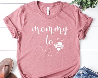 db559bc92e336 Mommy To Bee Shirt, Matching Shirts, Mom and Dad Shirt, Pregnancy  Announcement, New Mom Gift, Custom Family Shirt, Mom To Be, Pregnant tee