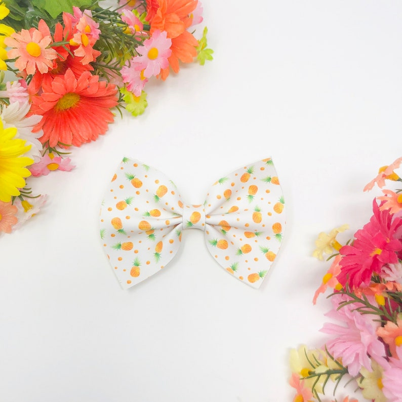 Pineapple Bow or Bow Tie