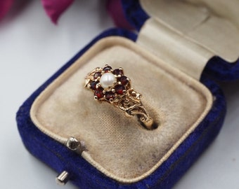 Vintage 9ct Gold Garnet and Pearl Daisy Ring, Size P 1/2 or 8.25, Vintage Engagement ring, Vintage Garnet Ring, Vintage Flower Ring, Pearl