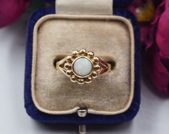 Vintage 9ct Gold Opal Solitaire Ring, Size N or 7, Vintage Engagement ring, Vintage Opal Ring, Opal Ring, Opal Solitaire Ring, Antique