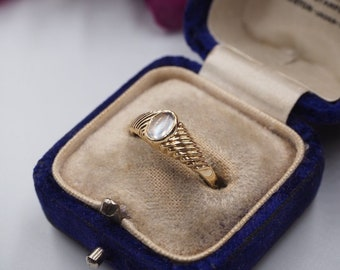 Vintage 9ct Gold Moonstone Solitaire Ring, Size N or 7, Vintage Engagement Ring, Vintage Moonstone Ring, Vintage Ruby Ring, Vintage Signet