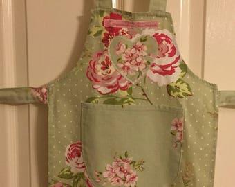 Vintage childs Apron, green floral apron, english rose apron, green childs apron, vintage floral apron, infant floral apron, cotton toddler,