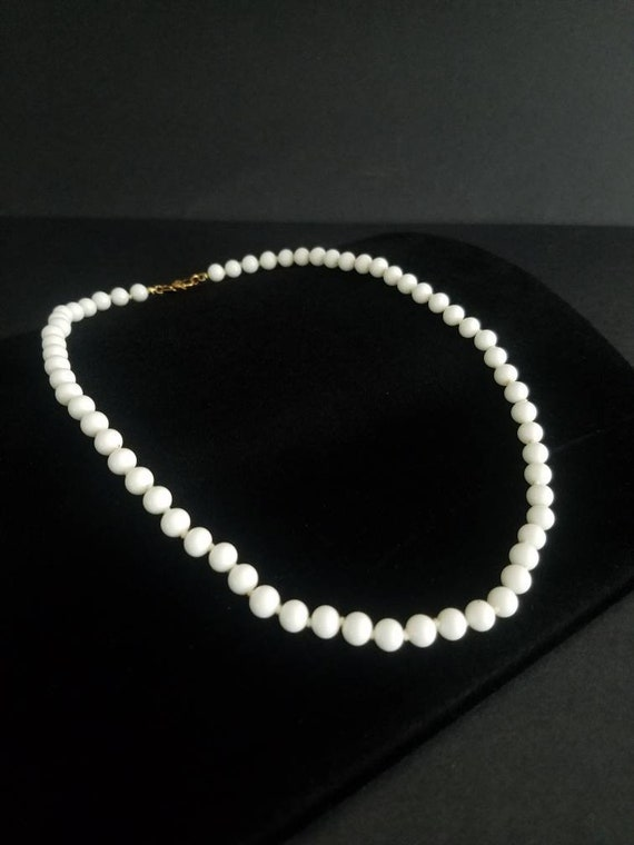 Vintage Chic Kitsch White Metal Monet Necklace 80s Glam Chic Boho Dinner Party