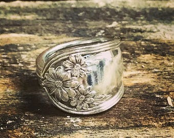 Spoon ring- Sterling silver plated flatware- jewelry- Vintage flatware- Daisy pattern- Silverware- floral pattern- Unique- Handmade
