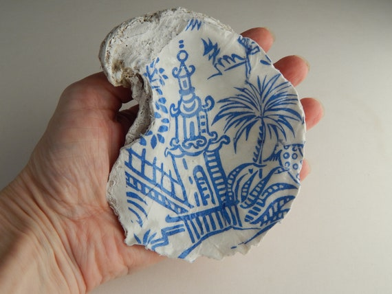 READY TO SHIP Decorative blue and white pagoda chinoiserie oyster shell ring dish, decoupage shell decor