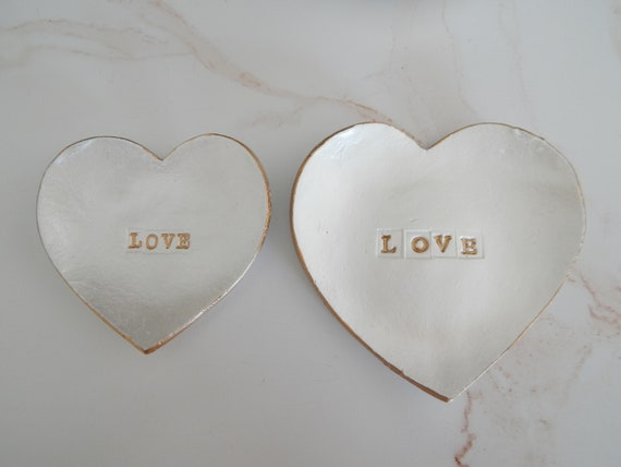 Heart shape clay trinket dish, handmade air dry clay dish, gift for her, bridesmaid gift, white and gold, wedding favor