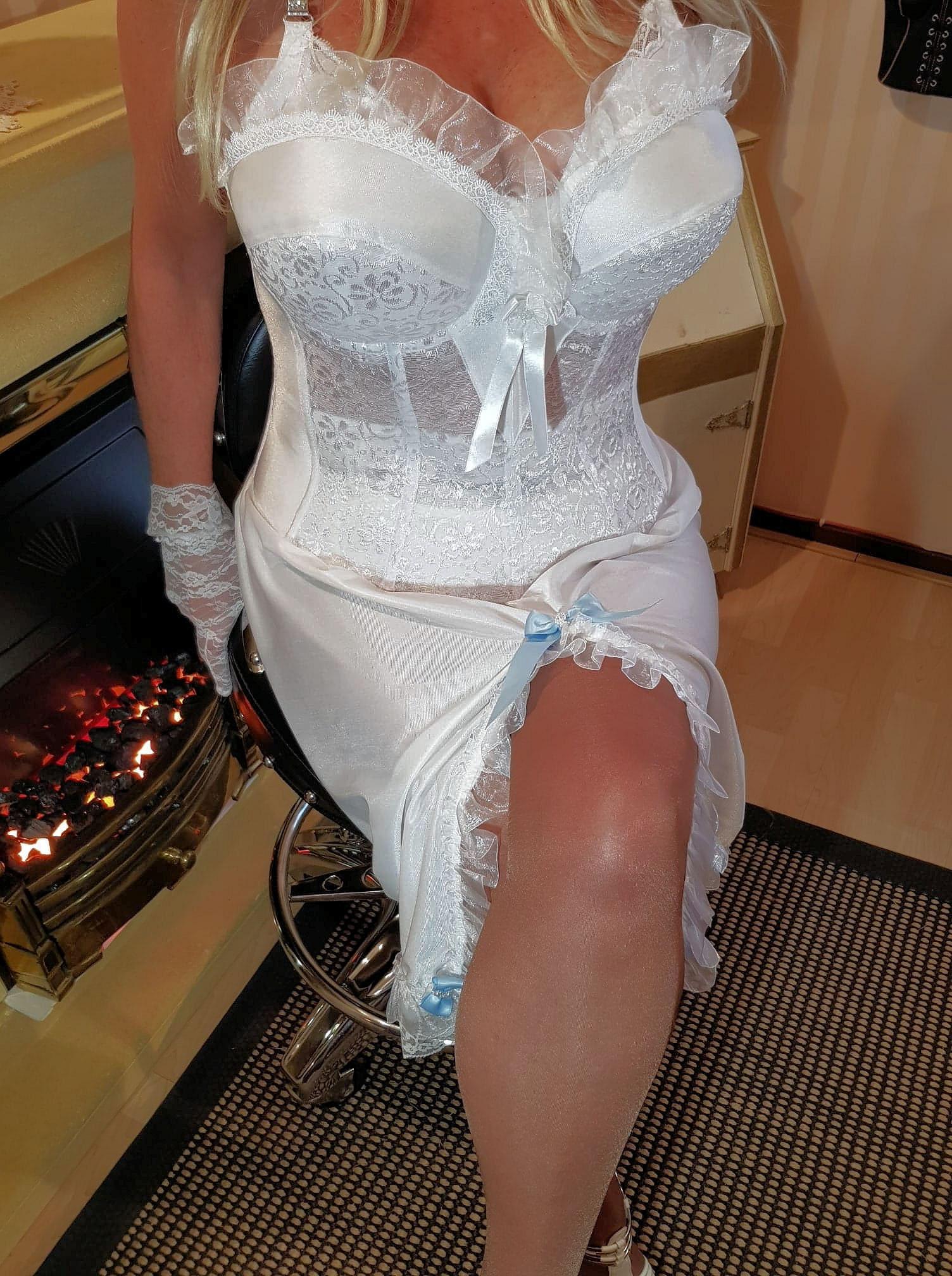 Creamy white half-slip nylon size46/48/50 size UK 20/22