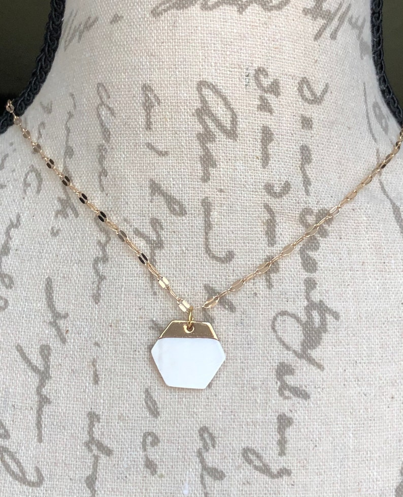Holiday Wear Summer Jewelry In Style Jewelry Trending Shell Jewelry Hexagon Freshwater Shell /& Gold Pendant Necklace Vacation Necklace