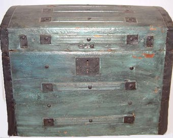 Short Stave Antique Trunk from 1860s