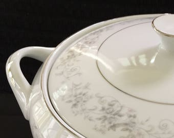 Carrousel 1315 by Camelot covered vegetable serving bowl
