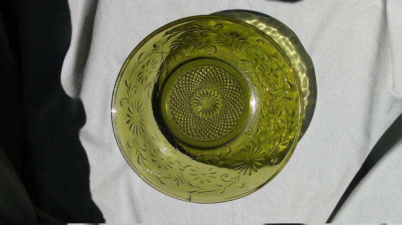 Vintage Indiana Glass Company Daisy Pattern Depression Green Glass Bowl