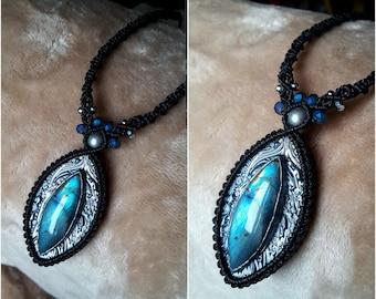 Labradorite pendant, blue labradorite pendant, flashy labradorite.