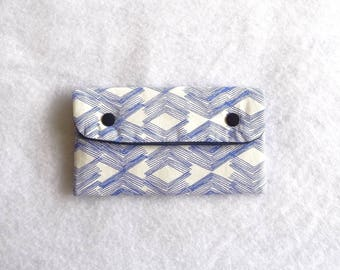 Troy blue graphic pattern quilted glasses case