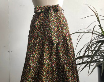 """70s Vintage High Waisted Black Red Yellow Calico Floral Belted Tie Waist Ruffled Midi Skirt 26"""" Waist"""