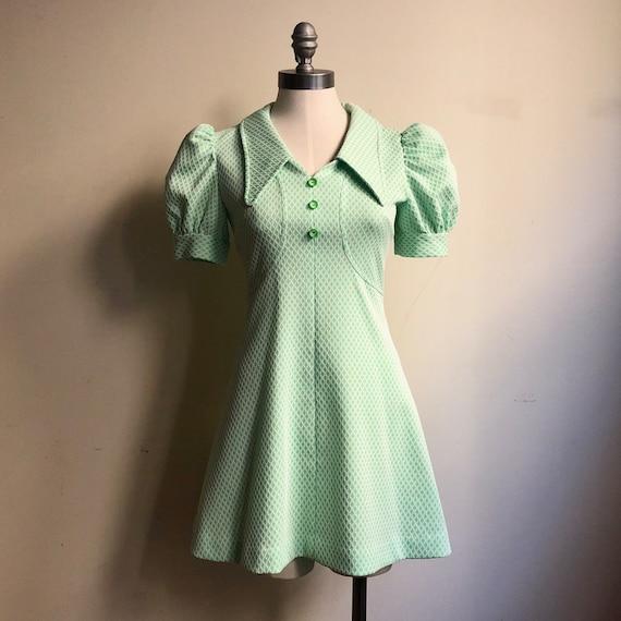 60s Vintage Handmade Mod Pastel Green & White Shor