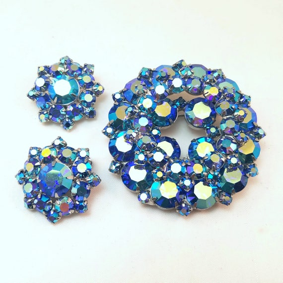 Vintage Glittery Blue Rhinestone Circle Brooch and Earrings