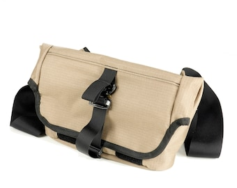 EVERYDAY BAG 2.0 , Roll Top Messenger Bag with AustriAlpin Cobra ® Buckles // Techwear SlingBag Travel Bag  // Coyote Rip-Stop Nylon