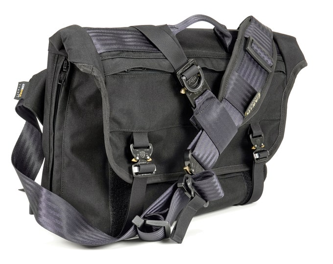 EVERYDAY BAG 4.1 / BLACK / messenger bag made from Cordura 500d // Austrialpin Cobra / Stabilizer Side-strap