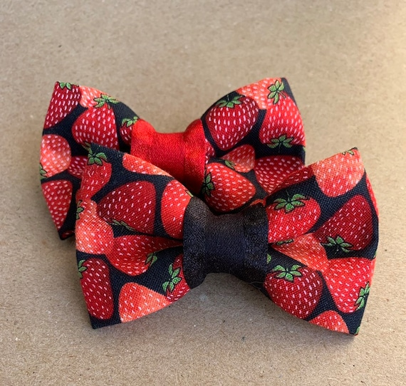 Summer Strawberries Pet Bow Tie
