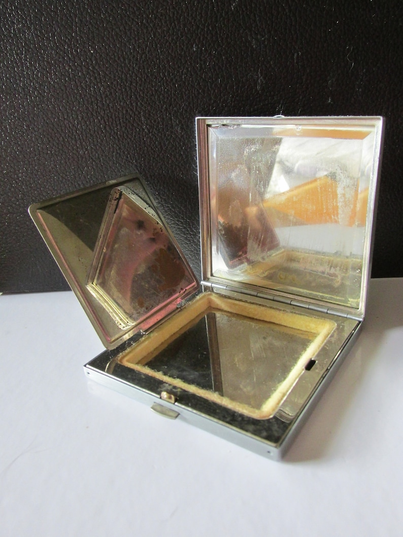 Art Deco VOLUPTE Silver Tone COMPACT Snap Closure Clear /& Red Rhinestones Decor 3 Square Collectible Multi Use Box MakeUp Has Been Removed