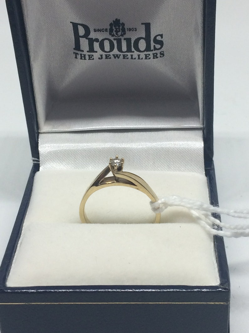 9ct Yellow Gold Ring set with Solitaire Diamond