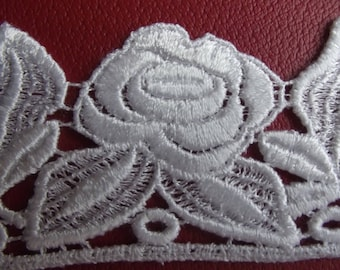 24.5 CM LACE BIG FLOWER / WHITE LEAVES