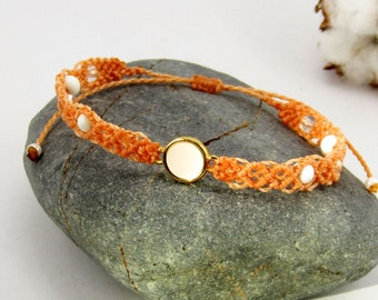 Micro-macramé bracelet pastel pastel magnesite and rock crystal
