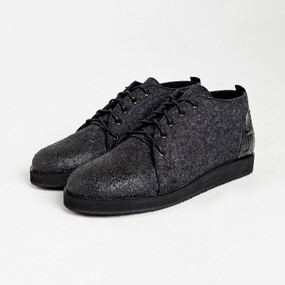 Mens felt shoes Valenki Handmade mens shoes Wool shoes Comfortable winter Mens lace up boots Felted shoes Black shoes men Unique shoes