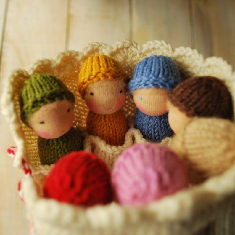 Little knit Waldorf dolls play set Rainbow dolls in roll-up pouch Waldorf Dolls family Wool knit toys Baby dolls Knitted dolls Waldorf toys