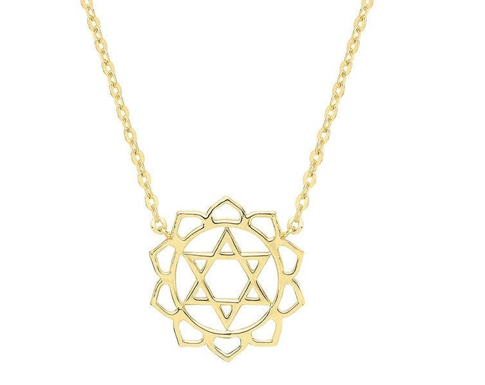 """9ct Yellow Gold Dainty Ornate Scroll Star of David Pendant on 16-18"""" Necklace"""