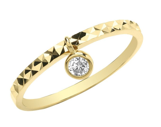 Ladies 9ct Yellow Gold Diamond Cut Band Ring With Cz Solitaire Charm Hallmarked 375