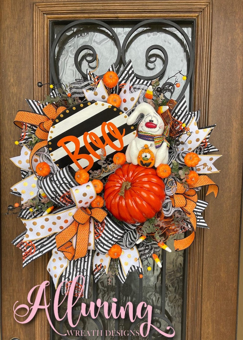 Halloween Wreath with Primitive Ghost image 0