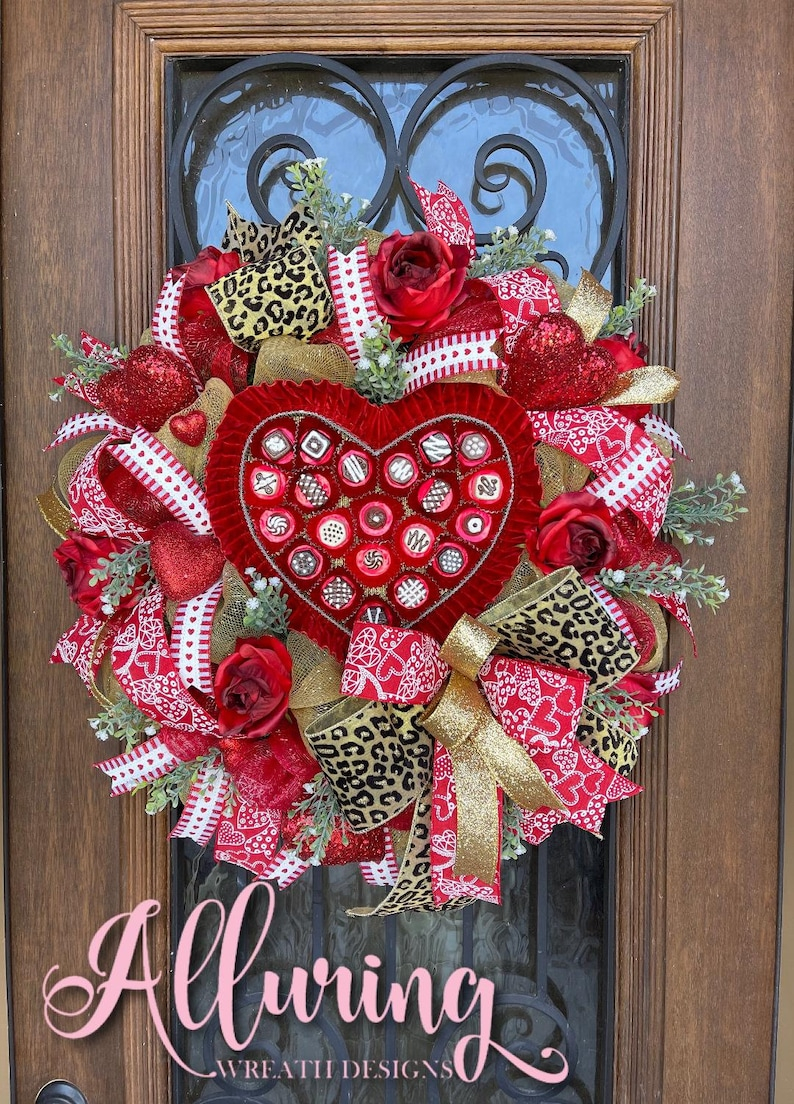 Valentine's Day Wreath with a Box of Chocolates image 0