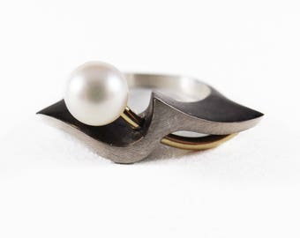 Pearl Ring | Silver Ring | Blackened Sterling Silver | 18k Yellow Gold | 7.5mm Pearl | Statement Ring