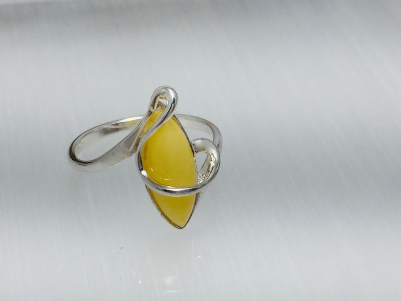Delicate Amber Baltic Ring,Yellow Amber Ring,Bernstein Ring Butterscotch Amber Ring,Amber and Silver Marquise Amber Shape