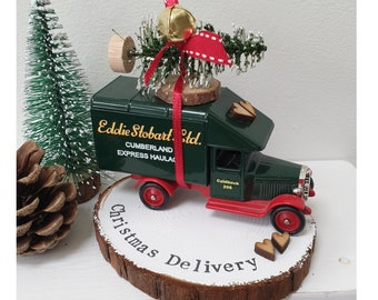 Christmas Vintage Eddie Stobart truck delivering the Christmas tree..Personalised Snowy Log Slice