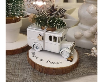 Christmas Scandi Vintage truck with Christmas tree on top ....Personalised Snowy Log Slice ref 4
