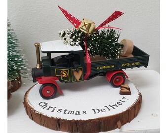 Christmas Vintage Eddie Stobart Steam truck delivering the Christmas tree..Personalised Snowy Log Slice