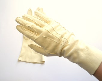 White Evening Gloves / Ladies Gloves / 1950s Gloves / 1930s Gloves / Driving Gloves / Suede Gloves / Gift for Her / Vintage Gloves