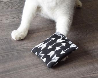 Catnip pillow toy, Catnip kicker, Cat toy, Vegan cat toys, Organic catnip toy, Catnip cushion, Kitty kicker, Small cat pillow, Arrow print
