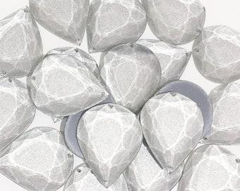 Silver iridescent reflection resin bead