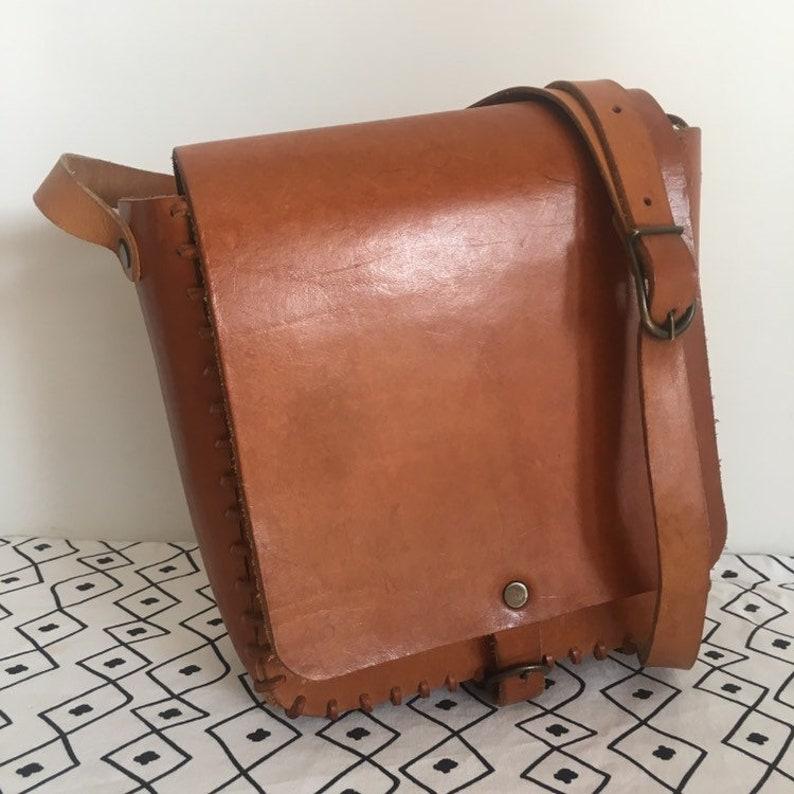 a296a1f80ff76 80er Jahre Vintage-Tasche aus echtem Leder hergestellt in