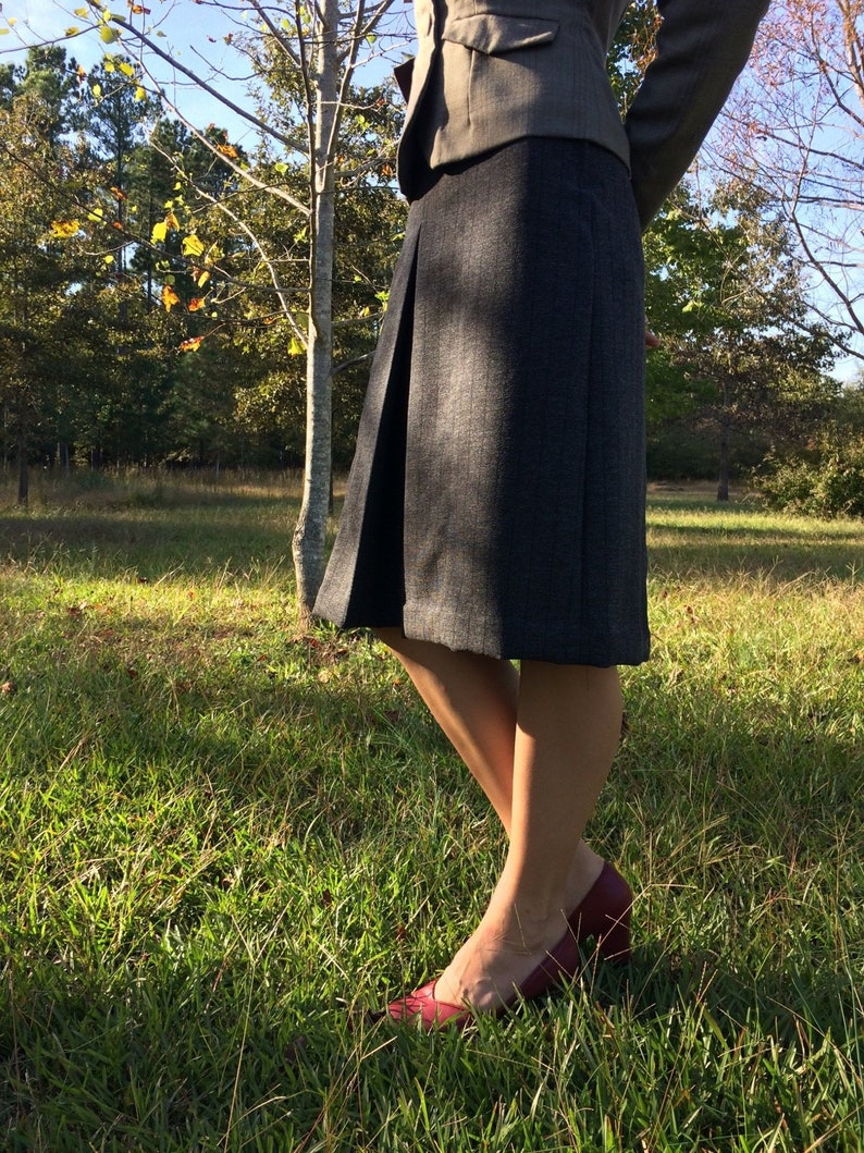 1943 Skirt Reproduction Wool Vintage Size 14 As Time Goes By skirt in Striped Gray Charcoal
