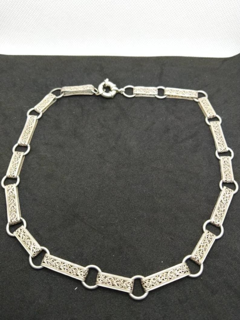 Gorgeous vintage filigree 925 STG silver necklace.