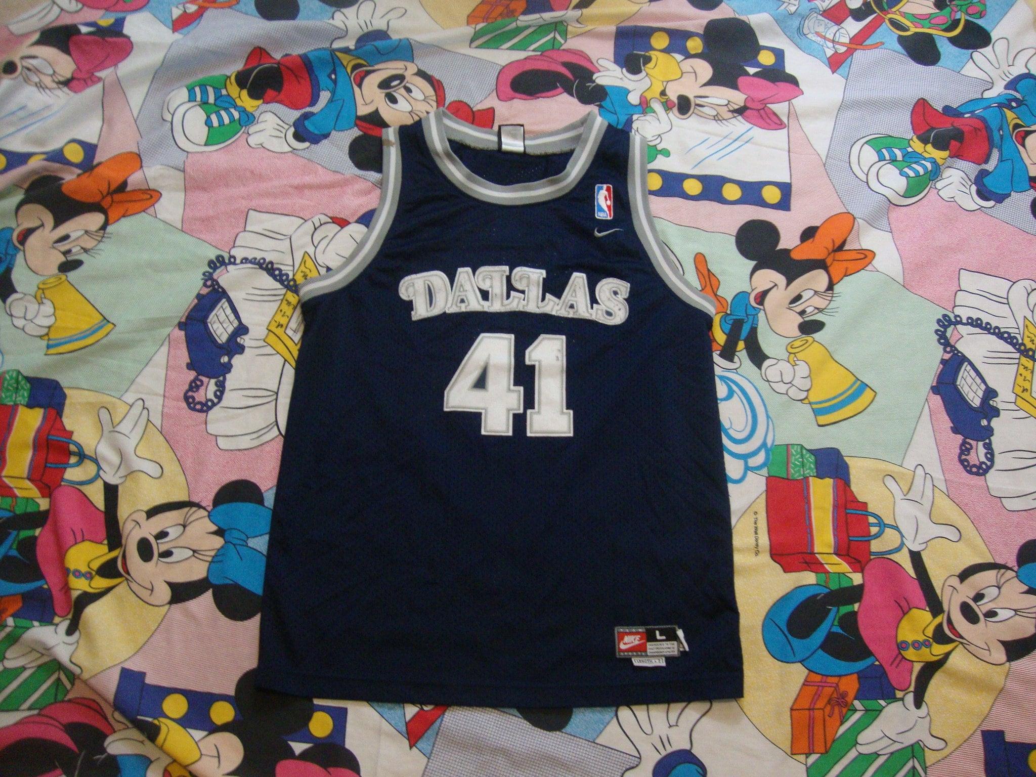 the latest a26b8 8c014 Vintage Dallas Mavericks Dirk Nowitzki Jersey Youth L Fits Adult Size M