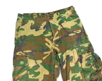 32e27c8eb280bb 70s U.S. Military 31 x 29 ERDL Camo Pants Rip-Stop Poplin Adjustable Army  Fatigue Cargo Men's Vintage Vietnam Era Faded Distressed