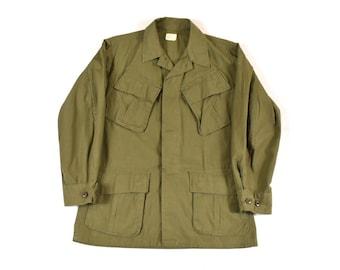 b97c57d8d63 1968 Small Jungle Jacket OG-107 U.S. Military Issue Vietnam Era Poplin  Ripstop Men s Vintage 60s